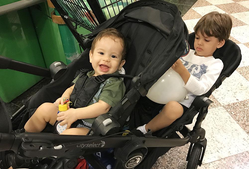 carrinho de bebê duplo